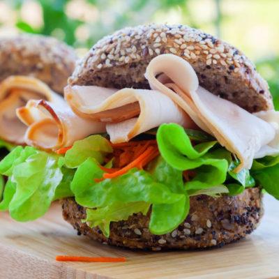 DFR-NGMO-honey-roasted-pre-sliced-deli-turkey-lifestyle