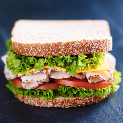 DFR-NGMO-peppered-roasted-pre-sliced-deli-turkey-lifestyle