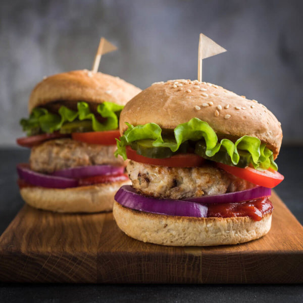 DFR-NGMO-quarter-pound-frozen-turkey-burger-lifestyle