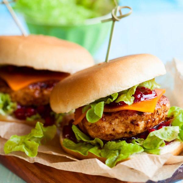 DFR-organic-quarter-pound-frozen-turkey-burger-lifestyle